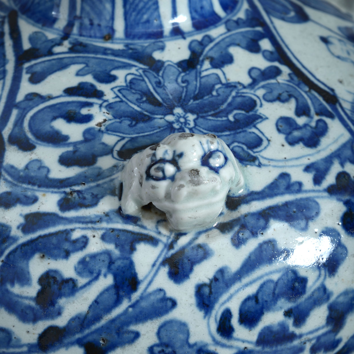 A Blue and White Bulbous Vase Lamp
