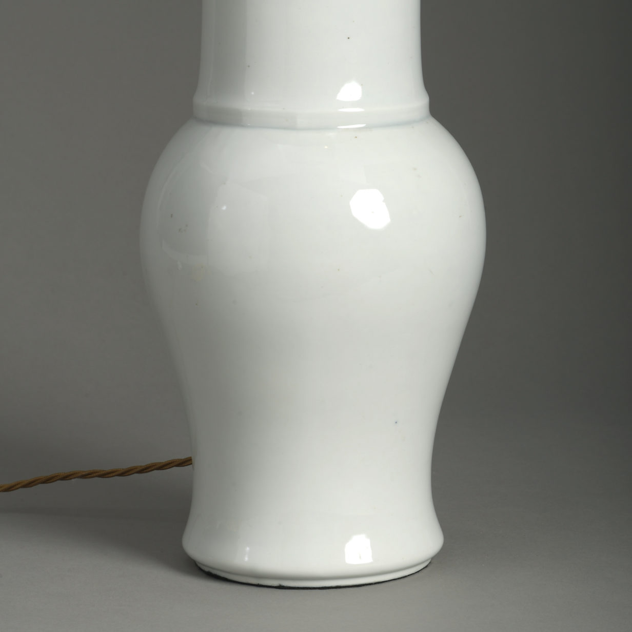 White Porcelain Sleeve Vase Lamp
